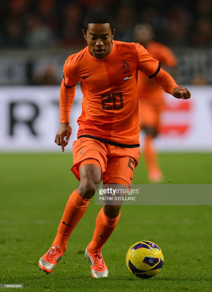 Dutch defender Urby Emanuelson controls the ball during the friendly football match Netherlands vs Germany on November 14, 2012 in Amsterdam.
