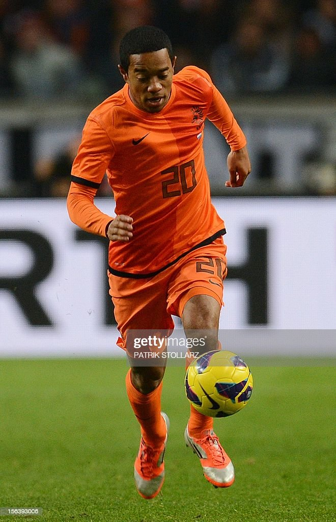 Dutch defender Urby Emanuelson runs with the ball during the friendly football match Netherlands vs Germany on November 14, 2012 in Amsterdam. AFP PHOTO / PATRIK STOLLARZ