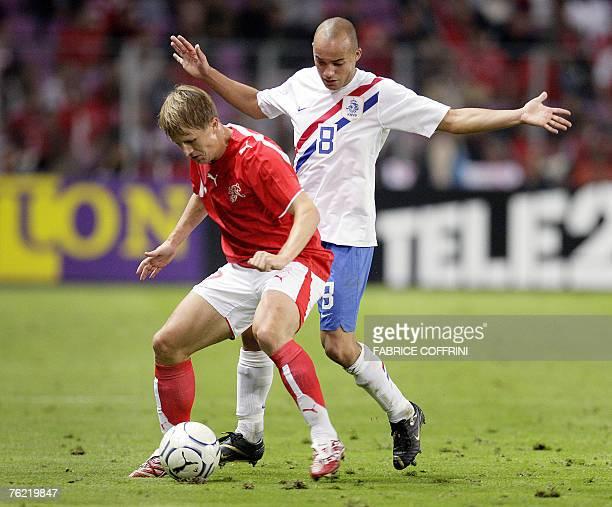 Dutch Demy de Zeeuw vies with Switzerland's Christoph Spycher 22 August 2007 during a friendly game Switzerland against The Netherlands Euro2008...