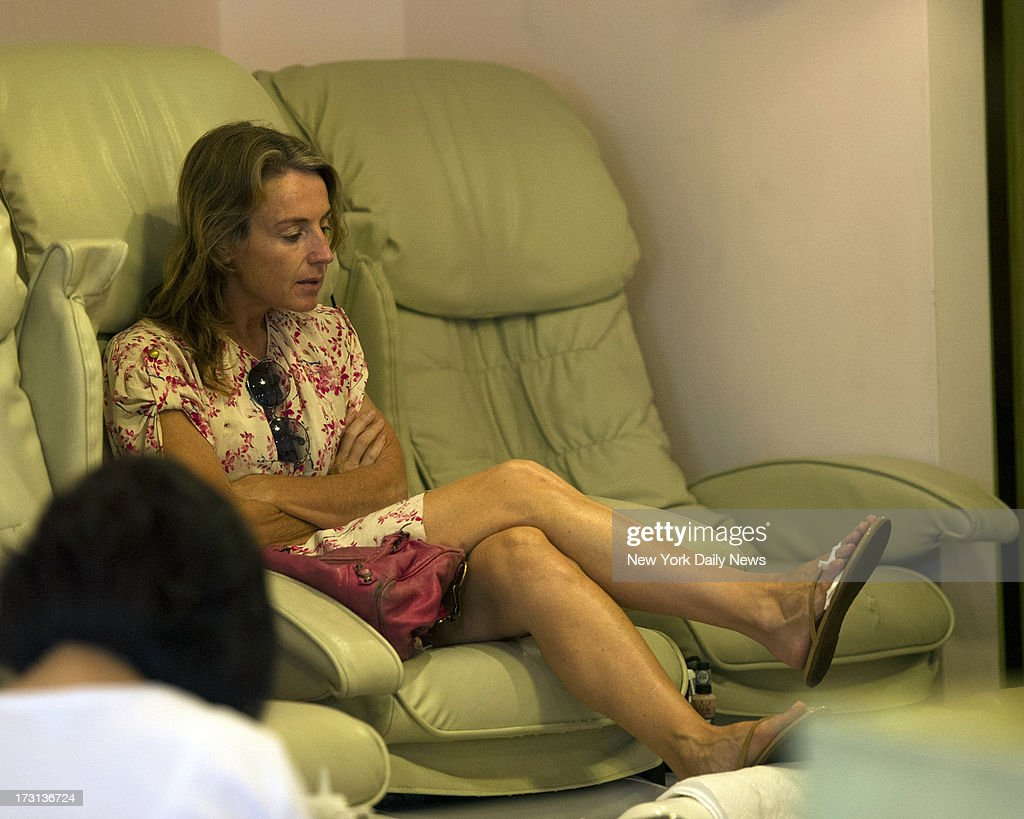 Dutch economist Heleen Mees accused of cyber stalking Citigroup big Willem Buiter donned a floral print dress at nail salon just days after her release from jail. Brooklyn plumber Leon Alfonso, the man who paid $5,000 to bailed out ex-NYU professor Mees from jail, said he had not heard from Mees, but did not expect her to contact him.