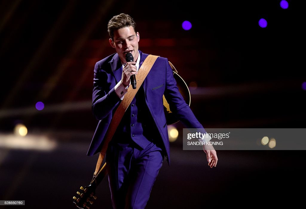 Dutch Eurovision Song Festival contender Douwe Bob performs his song 'Slow Down' during the second rehearsal in Stockholm, on May 6, 2016. The Eurovision Song Contest 2016 will consist of two semi-finals on May 10 and 12 and the final on May 14, 2016. / AFP / ANP / Sander Koning / Netherlands OUT