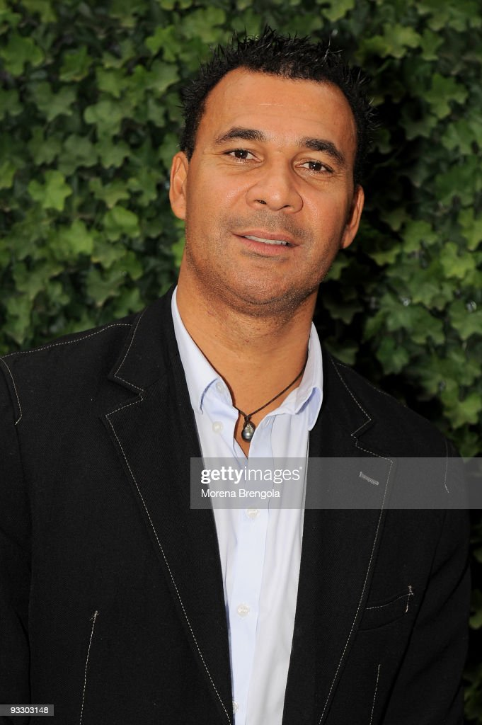 Dutch football coach and former player <a gi-track='captionPersonalityLinkClicked' href=/galleries/search?phrase=Ruud+Gullit&family=editorial&specificpeople=2104975 ng-click='$event.stopPropagation()'>Ruud Gullit</a> attends the Italian tv show 'Quelli che il calcio' on November 22, 2009 in Milan, Italy.