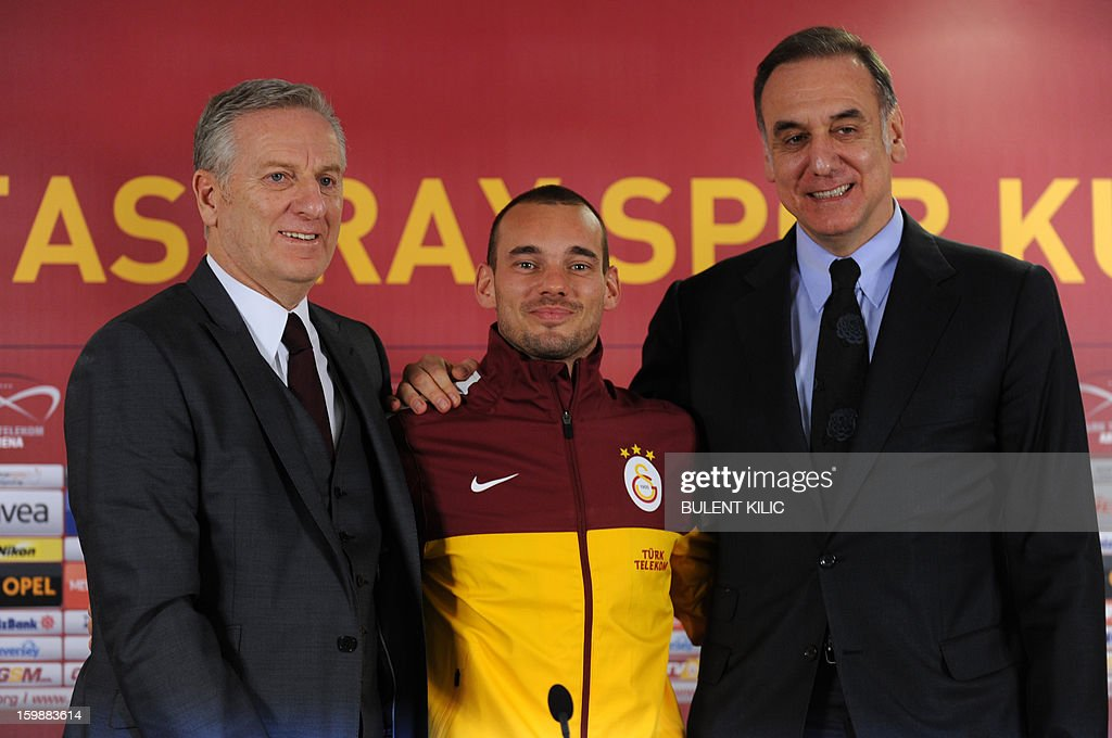 Dutch football player Wesley Sneijder (C) poses during a singing ceremony in Istanbul on January 22, 2013. Dutch midfielder Wesley Sneijder said Monday he was 'very happy' to put his protracted departure from Inter Milan behind him as he left Serie A for Turkish giants Galatasaray yesterday.