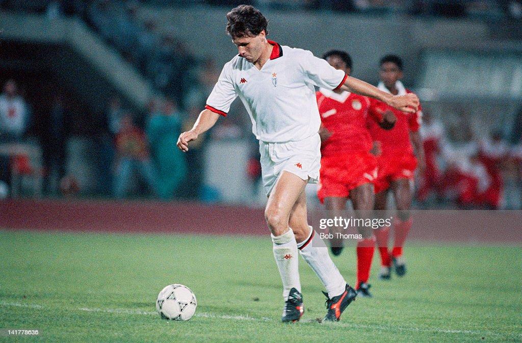 Dutch footballer Marco van Basten of AC Milan in action against Benfica in the European Cup Final at the Praterstadion Vienna 23rd May 1990 Milan won...