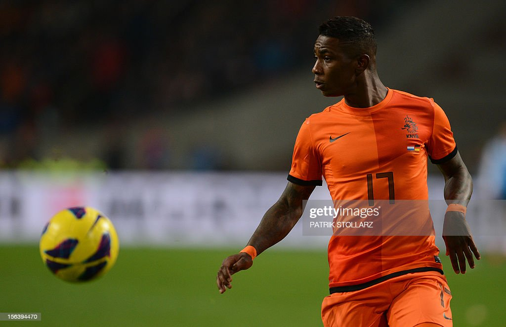 Dutch forward Eljero Elia looks at the ball during the friendly football match Netherlands vs Germany on November 14, 2012 in Amsterdam. AFP PHOTO / PATRIK STOLLARZ