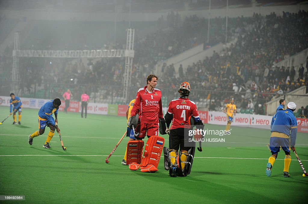Dutch hockey goalkeeper Jaap Stockmann (C), playing for Punjab Warriors, walks on the field prior to the inaugural match of the Hockey India League (HIL) between Punjab Warriors and Delhi Waveriders in New Delhi on January 14, 2013.