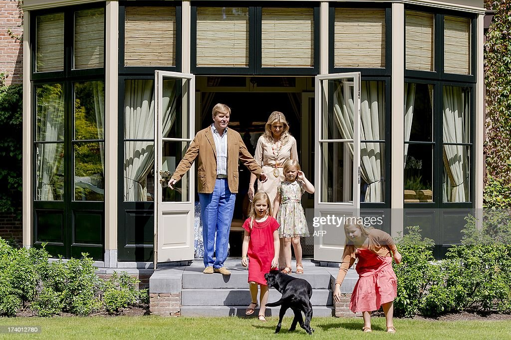 Dutch King Willem Alexander and his wife, Queen Maxima, pose with their daughters Princesses Ariane, Alexia (L) and Amalia (R) and dog Skipper during the annual royal photo session at their estate in Wassenaar, The Netherlands, on July 19, 2013. AFP PHOTO/ANP ROBIN VAN LONKHUIJSEN netherlands out