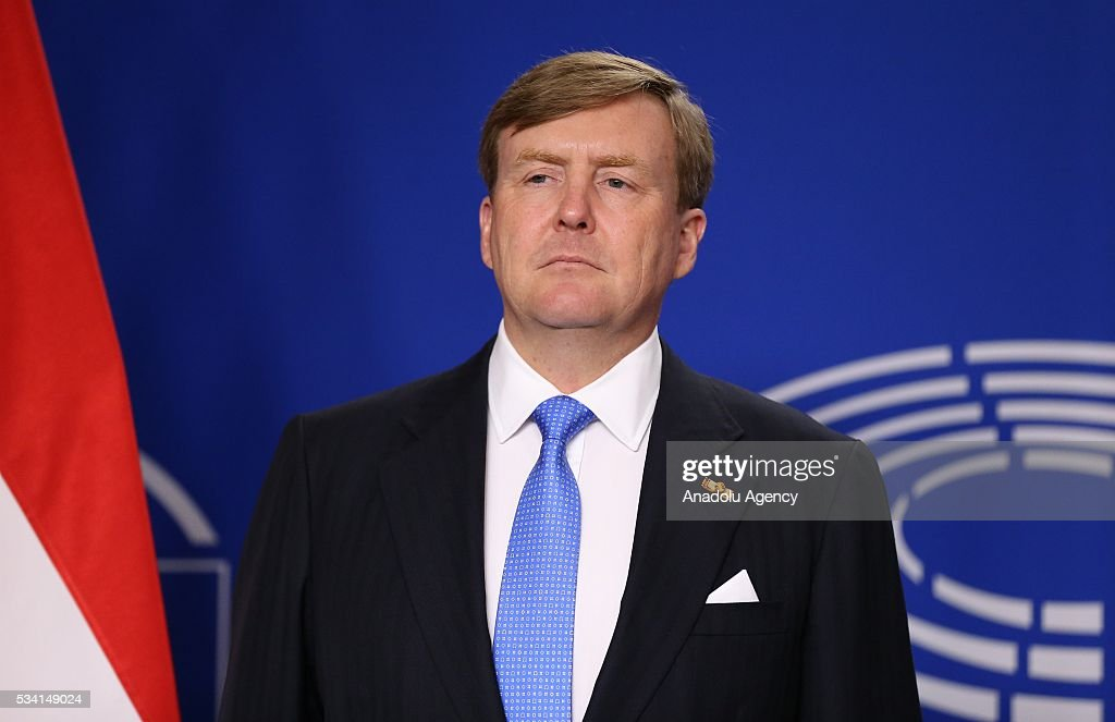 Dutch King Willem-Alexander and President of the European Parliament Martin Schulz (not seen) stand in silence before their meeting in Brussels, Belgium on May 25, 2016.