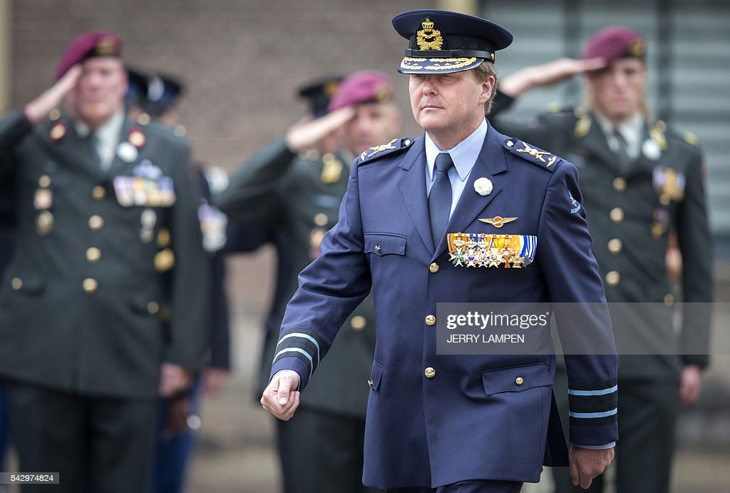 Dutch King Willem-Alexander attends the Dutch Veterans' Day at the Binnenhof in The Hague, The Netherlands, on June 25, 2016. / AFP / ANP / Jerry Lampen / Netherlands OUT