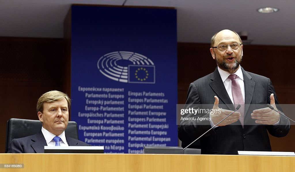 Dutch King Willem-Alexander (R) delivers a speech at European Parliament's general assembly hall as President of the European Parliament Martin Schulz (L) stand next to him after their meeting in Brussels, Belgium on May 25, 2016.