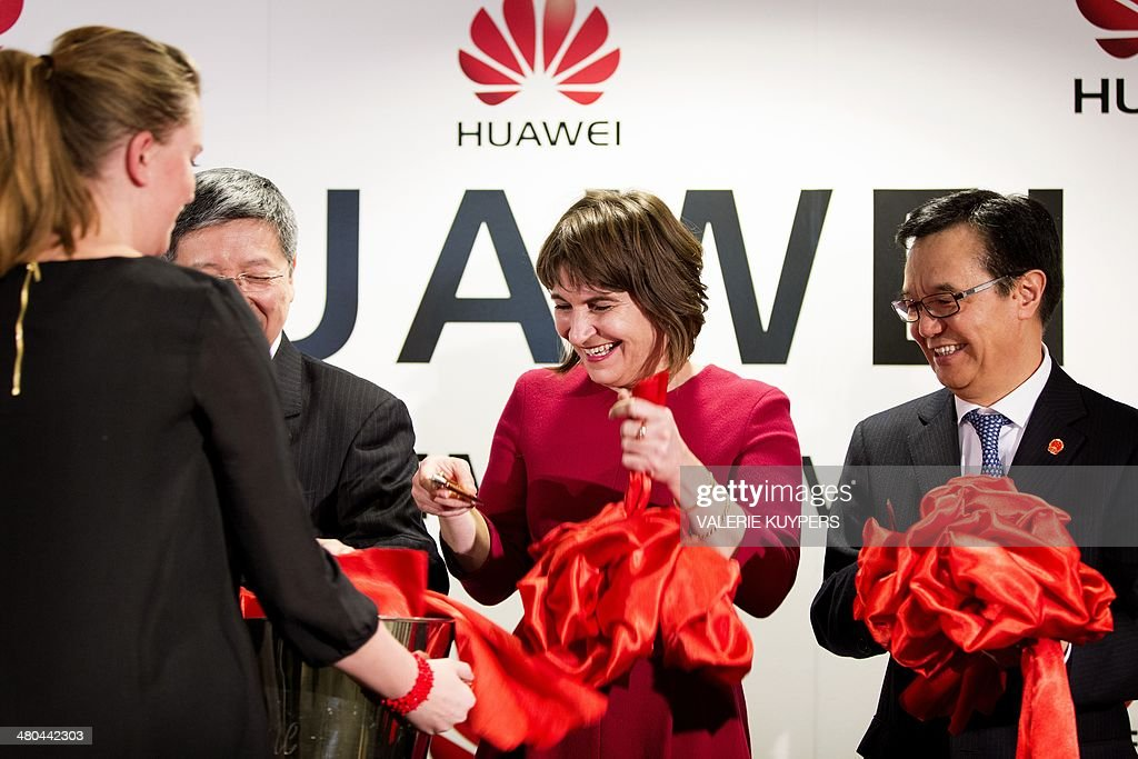 Dutch Minister for Foreign Trade and Development Cooperation Lilianne Ploumen and the Chinese Minister of Commerce Gao Hucheng attend the...