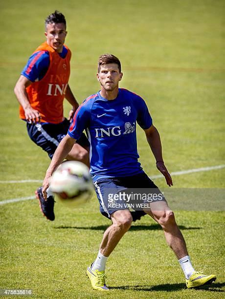Dutch national football team players Robin van Persie and Klaas Jan Huntelaar attend a training session in Hoenderloo on June 4 on the eve of the...