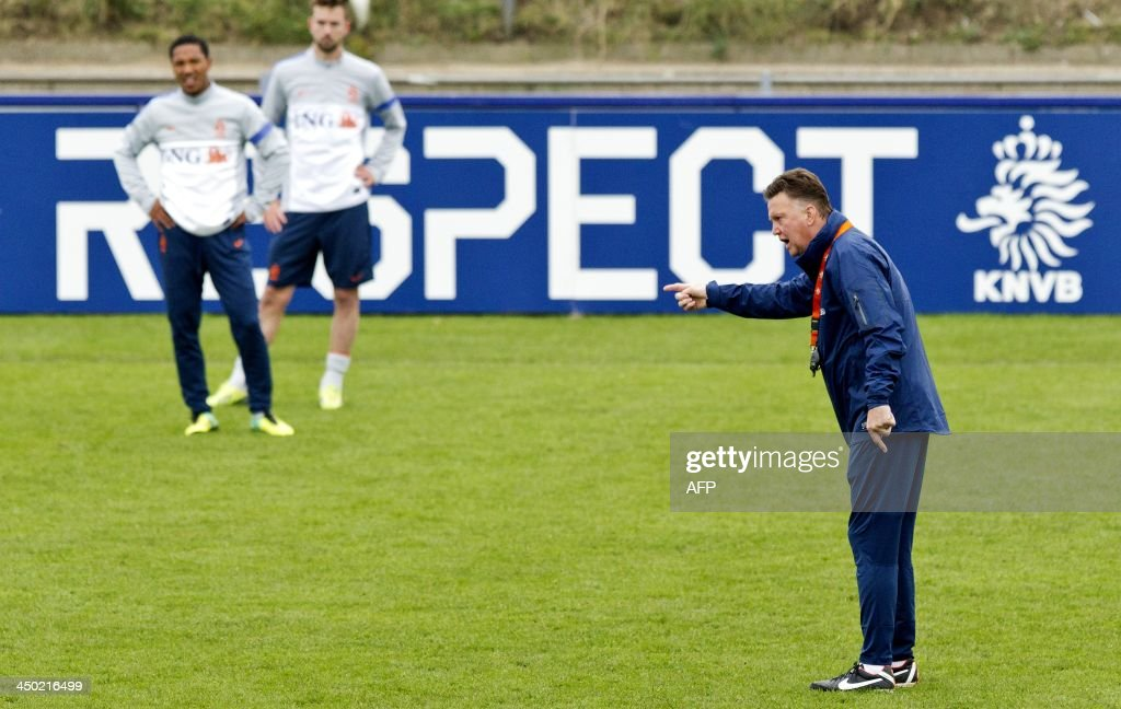 Dutch national football team's coach Louis van Gaal (R) takes part in a training session in Katwijk, on November 17, 2013, in preparation of the international match against Colombia on 19 November.