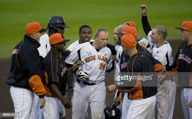 Dutch player Sidney de Jong celebrates with his teammates his crucial bat against Japan during the World Port Tournament 2009 in Rotterdam on July 9...