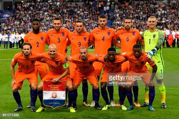 Dutch players pose for a photograph prior to the 2018 FIFA World Cup qualifying football match France vs Netherlands at the Stade de France in...