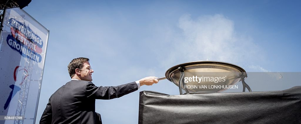 Dutch Prime Minister Mark Rutte lights the liberation flame during Liberation Day (Bevrijdingsdag) celebrations in Groningen, The Netherlands, on May 5, 2016, to mark the end of Nazi occupation during World War II. / AFP / ANP / Robin van Lonkhuijsen / Netherlands OUT