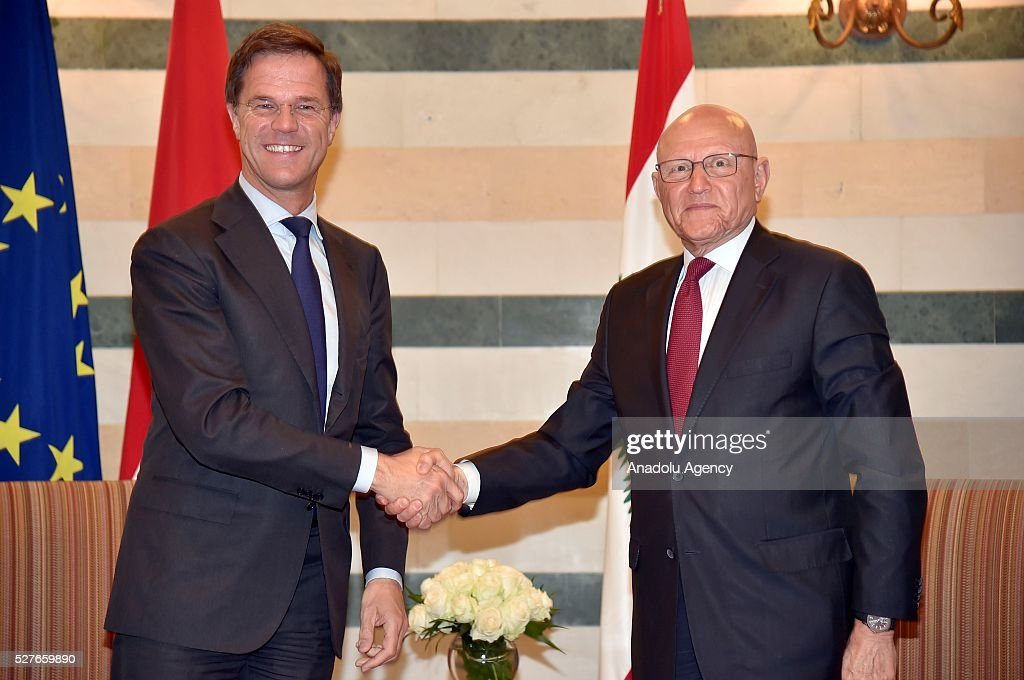 Dutch Prime Minister Mark Rutte (L) shakes hands with the Lebanese Prime Minister Tammam Salam during his official visit in Beirut, Lebanon on May 3, 2016.