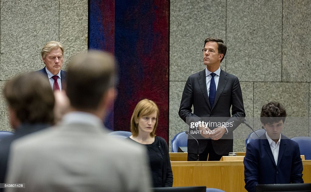 Dutch Prime Minister Mark Rutte (R) stands as he observes a minute of silence in memory of victims of the suicide attacks at the Istanbuls airport on 28 June, in the Second Chamber in The Hague on June 30, 2016. / AFP / ANP / Bart Maat / Netherlands OUT - Belgium OUT