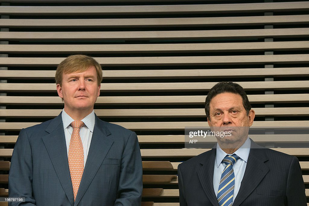 Dutch Prince Willem-Alexander (L) and John William Sabino Ometto, Vice president of the Federation of Industries of Sao Paulo State (FIESP), attend the seminar 'Bioeconomy: the Dutch innovating knowledge and system' at the FIESP in Sao Paulo, Brazil on November 21, 2012. AFP PHOTO/Yasuyoshi CHIBA