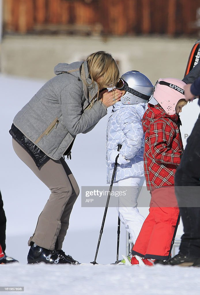Dutch Princess Maxima (L) kisses her daughter Princess Alexia (C) as Princess Ariane (R) looks on during a photocall session as part of the Dutch Royal Family's during their ski holidays in Lech am Arlberg, western Austria, on February 18, 2013.