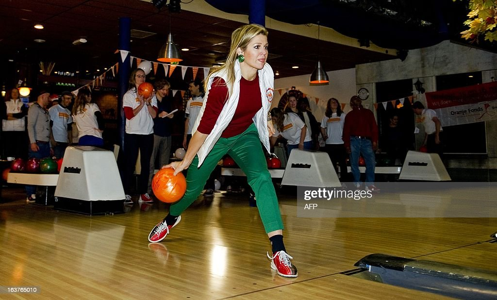 Dutch Princess Maxima plays bowling with visitors and volunteers of the Catharijnehuis Utrecht, on March 15, 2013. The Royal family takes part in the nationwide volunteer project NL DOET (NL DOES). AFP PHOTO / ANP ROYAL IMAGES ROBIN VAN LONKHUIJSEN = netherlands out