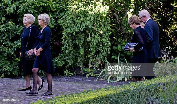 Dutch Queen Beatrix and Princess Irene walk towards Noordeinde Palace in The Hague on August 20 2010 to pay their last respect to Prince Carlos Hugo...