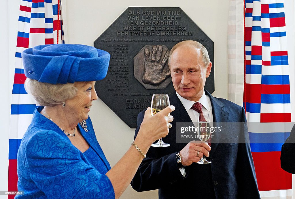 Dutch Queen Beatrix and Russian President Vladimir Putin raise their glasses after they unveiled a plaque during their visit at the Hermitage Museum, in Amsterdam, on April 8, 2013. Putin began a state visit to the Netherlands at the invitation of Queen Beatrix. AFP PHOTO/ANP ROBIN UTRECHT netherlands out