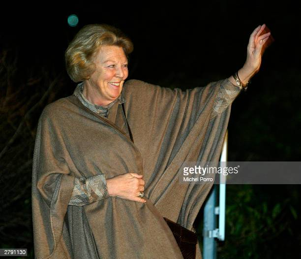 Dutch Queen Beatrix arrives at the Bronovo Hospital to visit Princess maxima who gave birth to a daughter December 7 2003 in The Hague The Netherlands