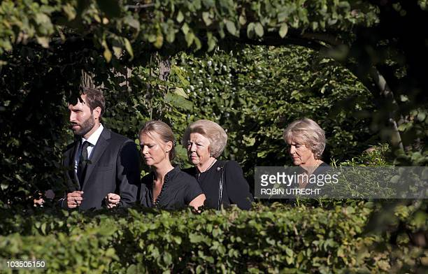 Dutch queen Beatrix Princess Irene and other unidentified royal family members walk towards Noordeinde Palace in The Hague on August 20 2010 to pay...
