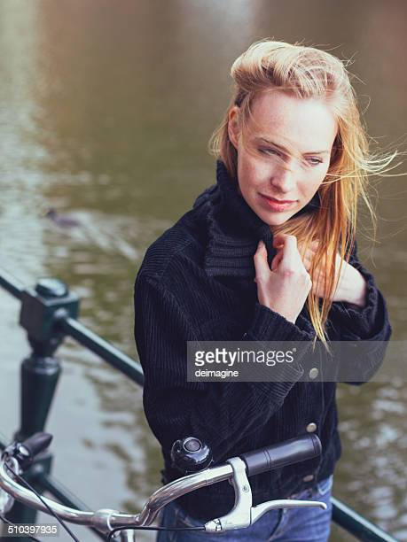 Dutch femme en automne