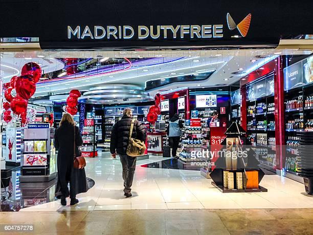 Magasin Duty-Free à l'aéroport international de Madrid, Barajas, Espagne
