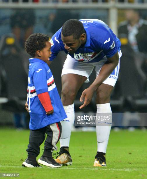 Duvan Zapata and his son Dayton at the end of the Serie A match between UC Sampdoria and FC Crotone at Stadio Luigi Ferraris on October 21 2017 in...