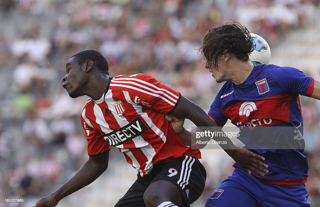 Duvan Zapata fights for the ball during a match between Estudiantes and Tigre as part of the 2013 Final Tournament on February 9, 2013 in La Plata, Argentina.