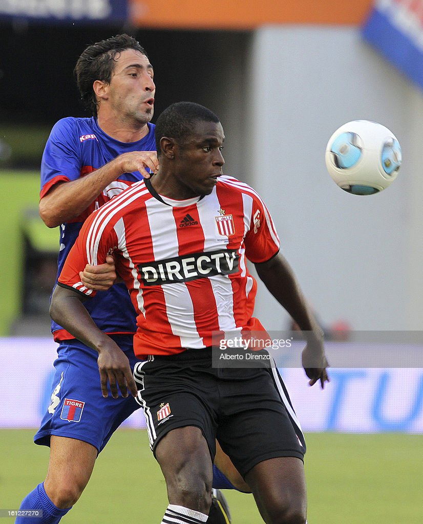 Duvan Zapata fights for the ball with Alejandro Donatti during a match between Estudiantes and Tigre as part of the 2013 Final Tournament on February 9, 2013 in La Plata, Argentina.