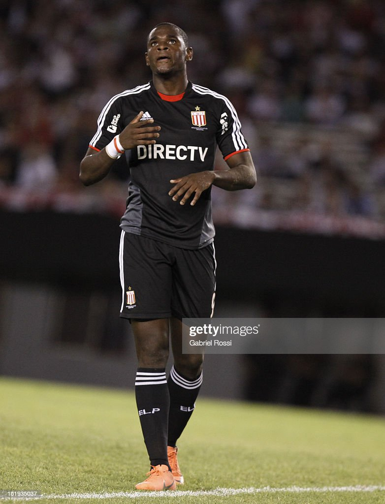 Duvan Zapata of Estudiantes during the match between River Plate and Estudiantes of Torneo Final 2013 on February 17, 2013 in Buenos Aires, Argentina.