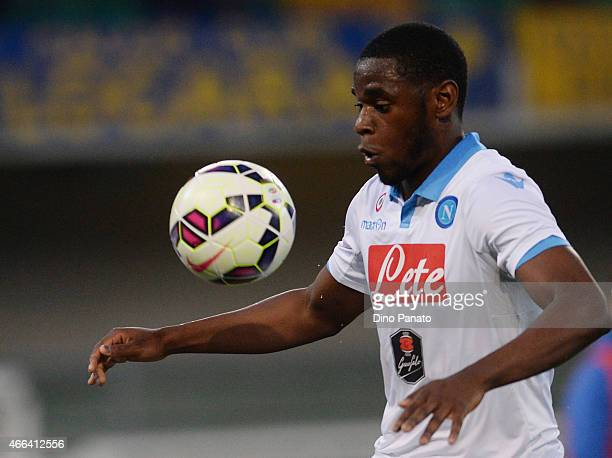 Duvan Zapata of SSC Napoli in action during the Serie A match between Hellas Verona FC and SSC Napoli at Stadio Marc'Antonio Bentegodi on March 15...