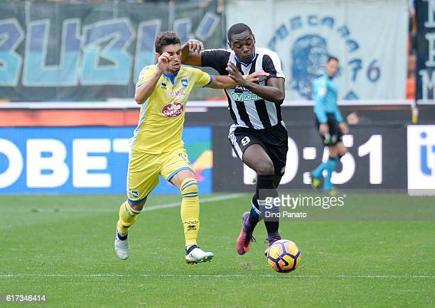 Duvan Zapata of Udinese Calcio competes with Duarte Gaston Brugman of Pescara Calcio during the Serie A match between Udinese Calcio and Pescara...