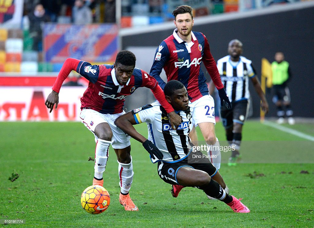 Duvan Zapata (R) of Udinese Calcio competes with Ibrahima Mbaye of Bologna FC during the Serie A match between Udinese Calcio and Bologna FC at Stadio Friuli on February 14, 2016 in Udine, Italy.