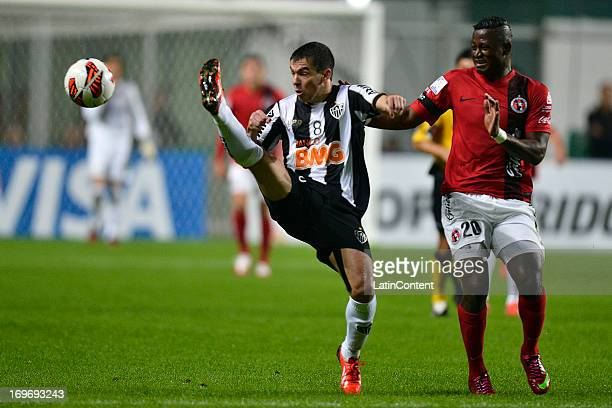 Duvier Riascos of Tijuana struggles for the ball with Leandro Donizete of Atletico Mineiro during a match between Atletico Mineiro and Xolos de...