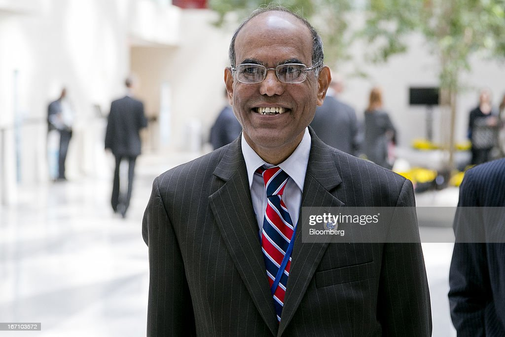 Duvvuri Subbarao, governor of the Reserve Bank of India (RBI), walks through an atrium during the International Monetary Fund (IMF) and World Bank Group Spring Meetings in Washington, D.C., U.S., on Saturday, April 20, 2013. The IMF's Managing Director said the euro area has the only central bank with enough leeway to take more measures to boost growth as low interest rates fail to trickle down to the region's economy. Photographer: Andrew Harrer/Bloomberg via Getty Images