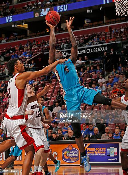 Dwayne Bacon of the Florida State Seminoles scores in the final minute of the game past Ronald Delph of the Florida Atlantic Owls during the MetroPCS...