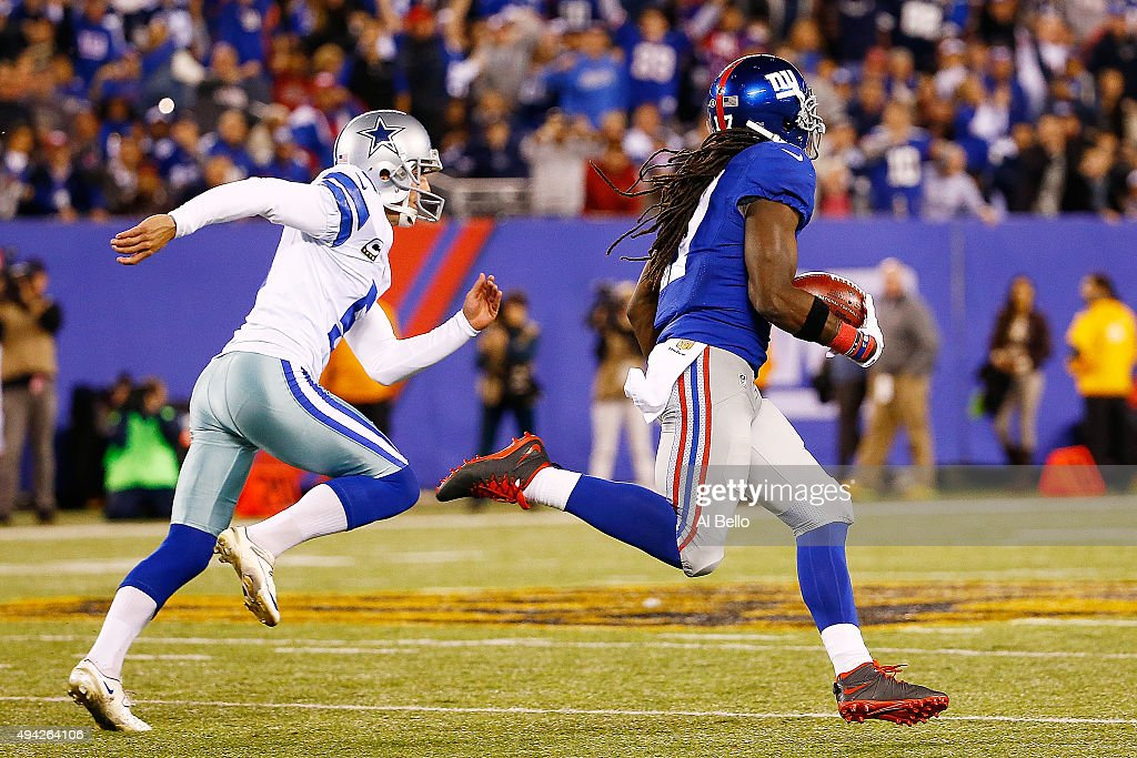 Dwayne Harris #17 of the New York Giants returns a kickoff past Dan Bailey #5 of the Dallas Cowboys for a touchdown during the fourth quarter at MetLife Stadium on October 25, 2015 in East Rutherford, New Jersey. The New York Giants defeated the Dallas Cowboys 27-20.