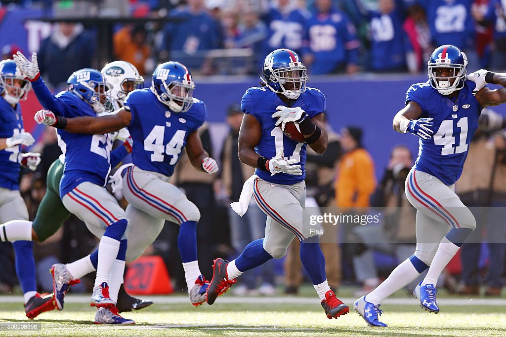 Dwayne Harris #17 of the New York Giants returns a punt 80 yards for a touchdown in the second quarter against the New York Jets at MetLife Stadium on December 6, 2015 in East Rutherford, New Jersey.