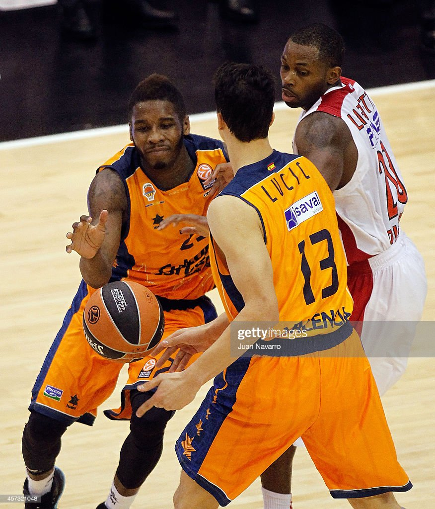 <a gi-track='captionPersonalityLinkClicked' href=/galleries/search?phrase=Dwight+Buycks&family=editorial&specificpeople=6699182 ng-click='$event.stopPropagation()'>Dwight Buycks</a>, #23 of Valencia Basket in action during the 2014-2015 Turkish Airlines Euroleague Basketball Regular Season Date 1 between Valencia Basket v Olympiacos Piraeus at Pabellon Fuente de San Luis on October 16, 2014 in Valencia, Spain.