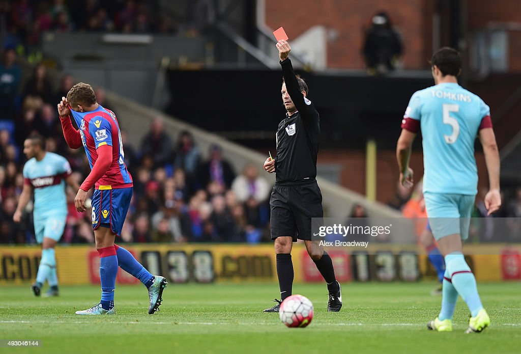 <a gi-track='captionPersonalityLinkClicked' href=/galleries/search?phrase=Dwight+Gayle&family=editorial&specificpeople=9764909 ng-click='$event.stopPropagation()'>Dwight Gayle</a> of Crystal Palace is shown a red card by referee <a gi-track='captionPersonalityLinkClicked' href=/galleries/search?phrase=Mark+Clattenburg&family=editorial&specificpeople=2108870 ng-click='$event.stopPropagation()'>Mark Clattenburg</a> during the Barclays Premier League match between Crystal Palace and West Ham United at Selhurst Park on October 17, 2015 in London, England.
