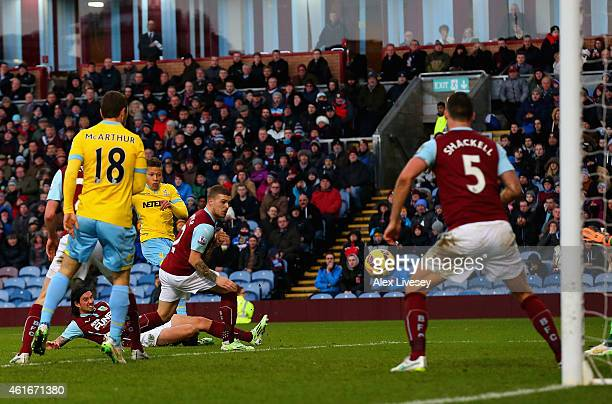 Dwight Gayle of Crystal Palace scores their first goal during the Barclays Premier League match between Burnley and Crystal Palace at Turf Moor on...
