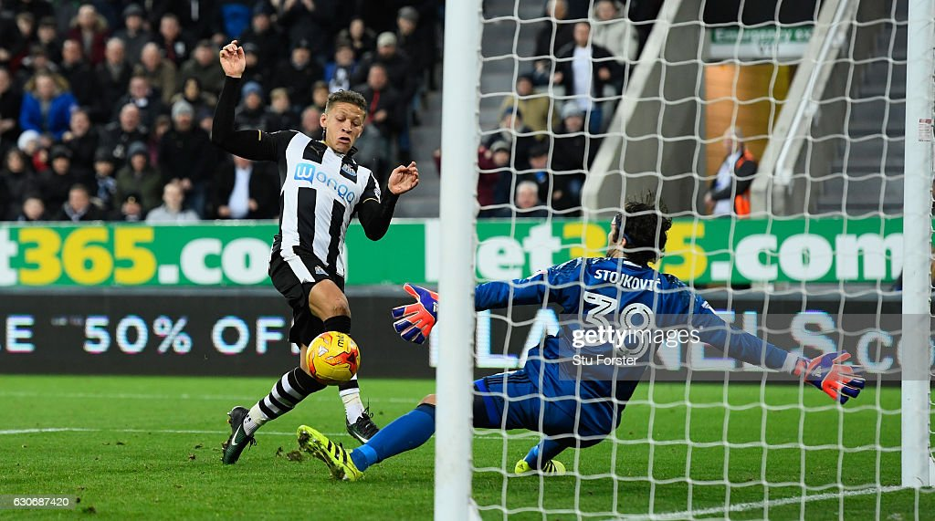 Dwight Gayle of Newcastle scores the third Newcastle goal during the Sky Bet Championship match between Newcastle United and Nottingham Forest at St James' Park on December 30, 2016 in Newcastle upon Tyne, England.