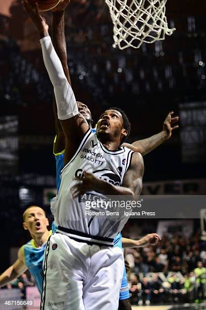 Dwight Hardy of Granarolo competes with Curtis Kelly of Vanoli during the LegaBasket Serie A1 match between Granarolo Bologna and Vanoli Cremona at...
