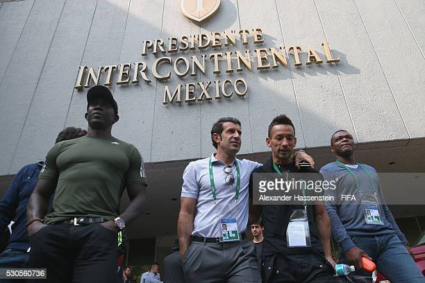 Dwight Yorke Luis Figo Hidetoshi Nakata and Samuel Etoo leaves the Presidente IntercContinental Hotel Mexiko for visiting the National Museum of...