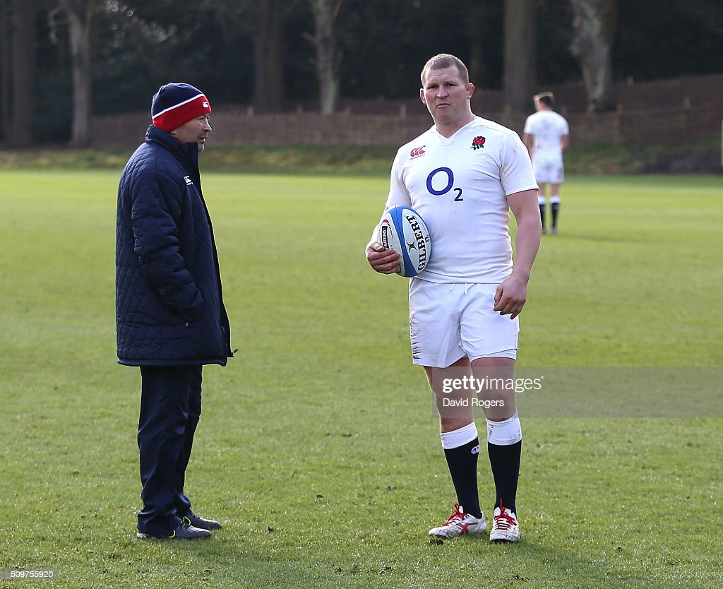 <a gi-track='captionPersonalityLinkClicked' href=/galleries/search?phrase=Dylan+Hartley&family=editorial&specificpeople=764177 ng-click='$event.stopPropagation()'>Dylan Hartley</a> (R) the England captain, talks to head coach <a gi-track='captionPersonalityLinkClicked' href=/galleries/search?phrase=Eddie+Jones+-+Entrenador+de+rugby&family=editorial&specificpeople=13966519 ng-click='$event.stopPropagation()'>Eddie Jones</a> during the England training session held at Pennyhill Park on February 12, 2016 in Bagshot, England.